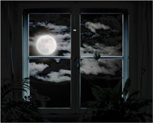 луна в окне