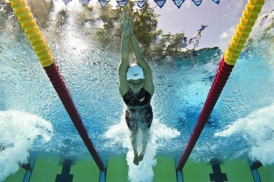 плавание в воде
