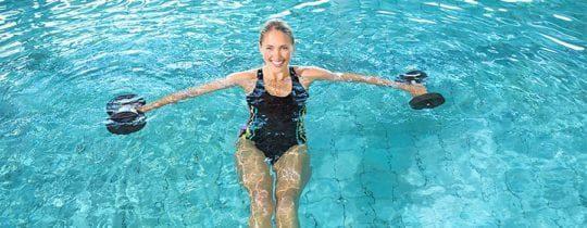 Способствует ли плавание в бассейне для похудения, вода против жира