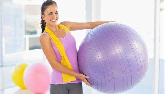 Самые эффективные упражнения на фитболе для похудения