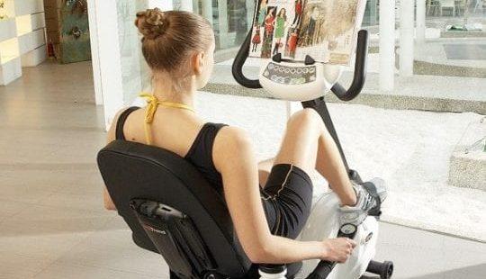 Упражнения на велотренажёре для похудения: домашние тренировки для мужчин и женщин