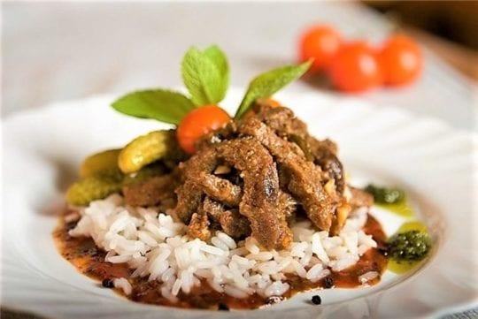 говядинка с варёным рисом