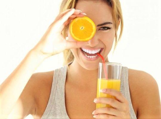 лимон пить его через трубочку