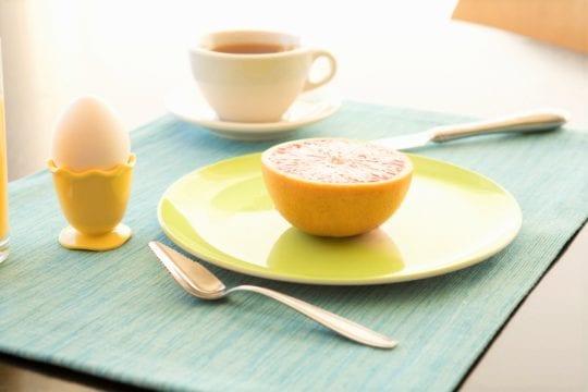 пара яиц и грейпфрут