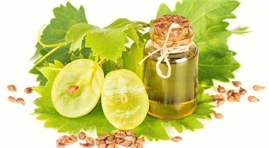 Как использовать масло виноградной косточки для лица и чем оно полезно?