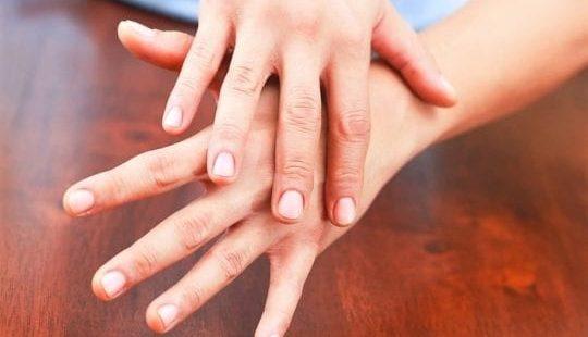 Трескается кожа на пальцах рук: какие причины, как и чем нужно лечить