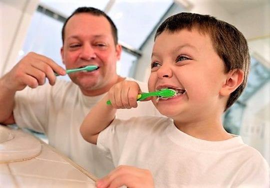 долго чистить зубы