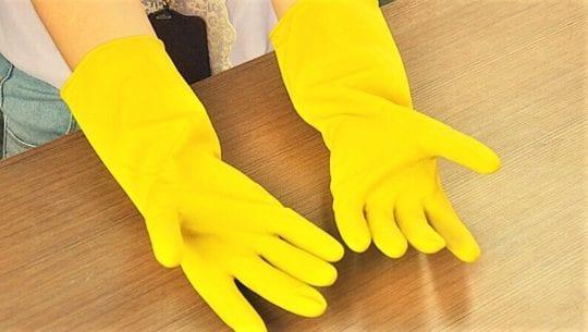 используйте резиновые перчатки