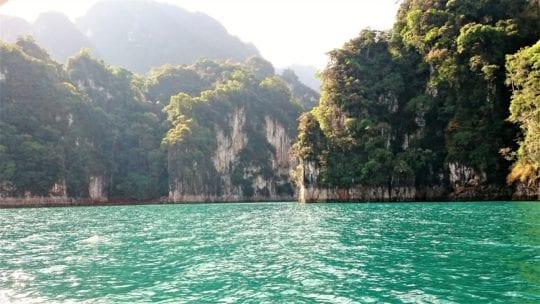 изумрудная вода озера Чео Лан