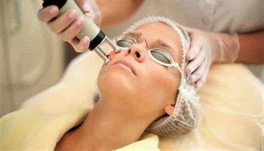 Лазерное омоложение лица: что это за процедура? Плюсы и минусы