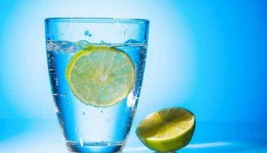 Как решить проблему лишнего веса: пьем воду и худеем